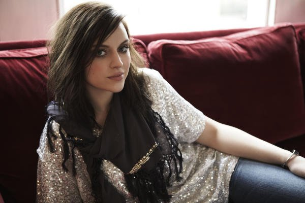 Amy Macdonald finds the roles of actors outrageous