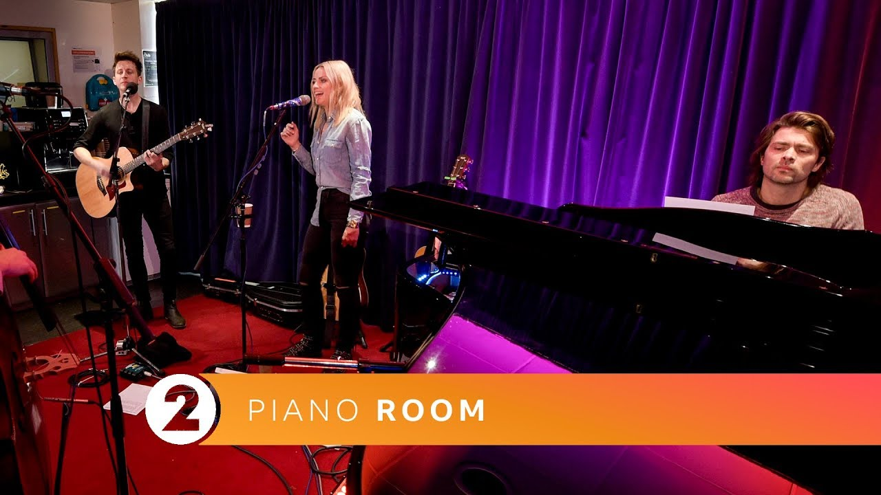 Video : Radio 2 Piano Room – Woman Of The World