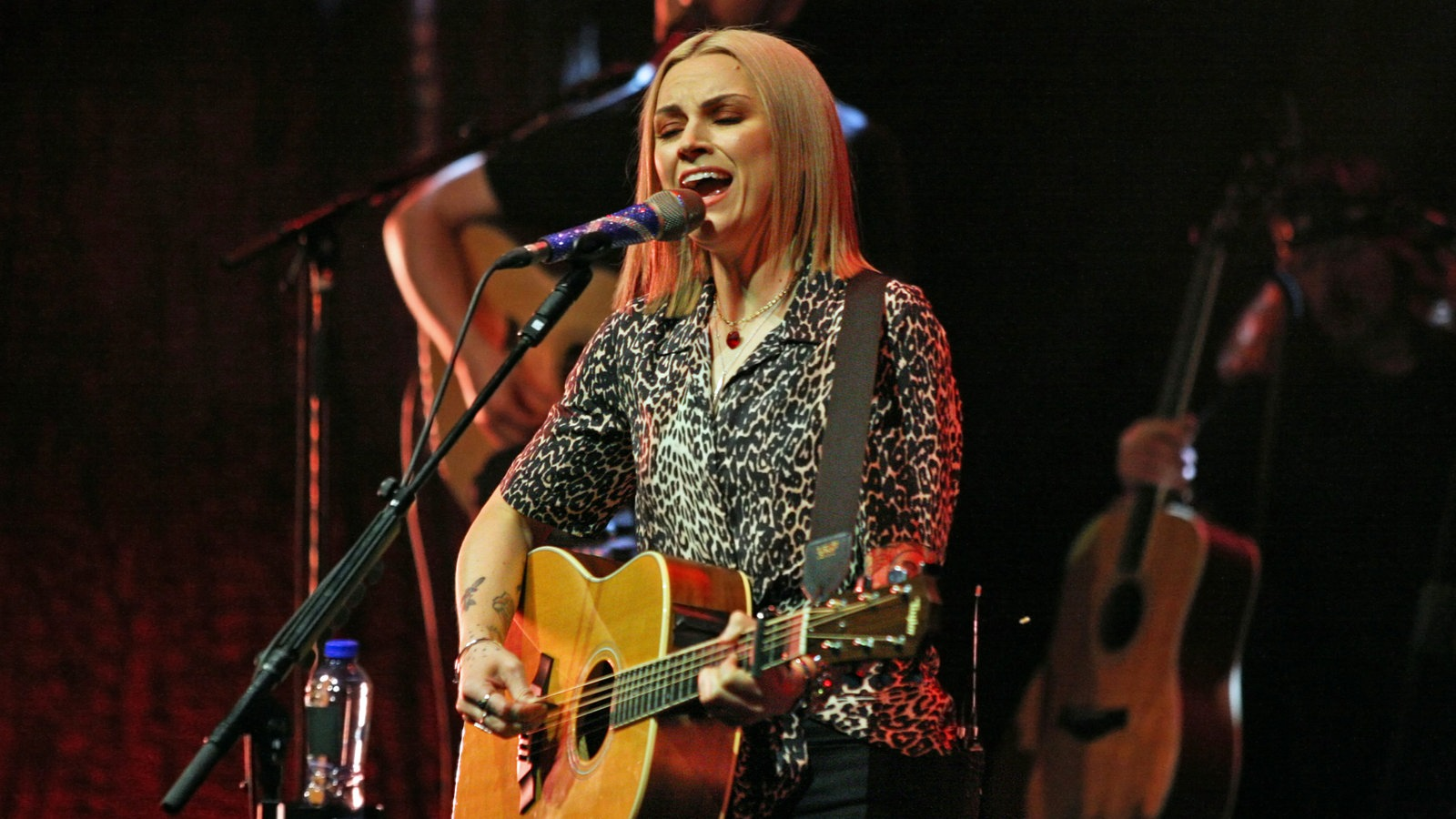 Amy Macdonald is not stingy at the Coliseum with great emotions
